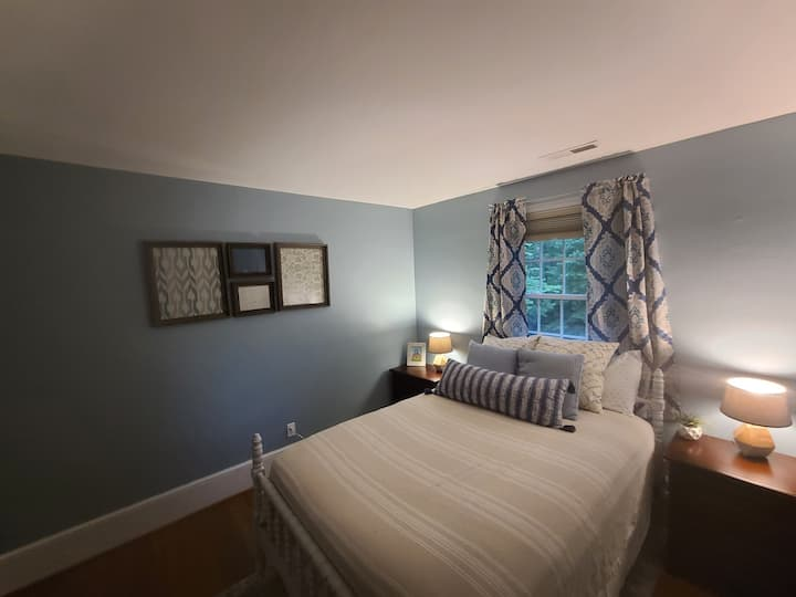 Private bedroom near the James River
