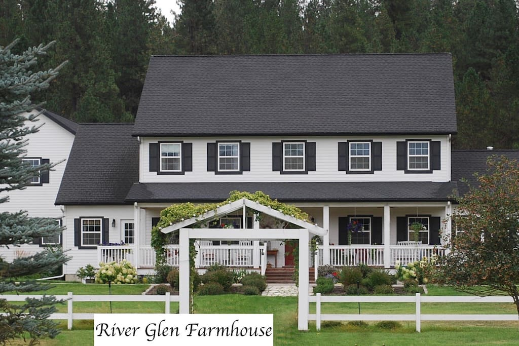 Another view of front of River Glen Farmhouse