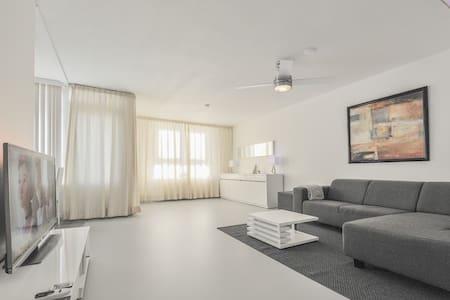 Modern big luxurious prime location appartement