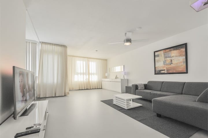 Modern big luxurious prime location appartement