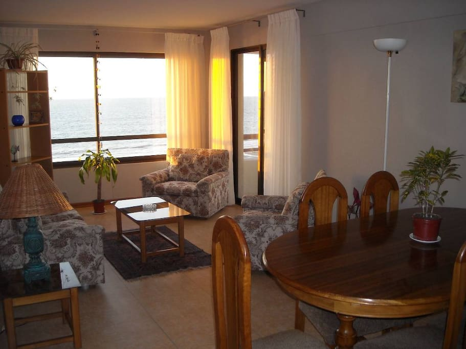 Beatiful Dining & Living Room with Ocean view, with direct access to an open terrace