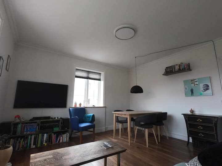 Spacious and bright apartment nearby metro & beach