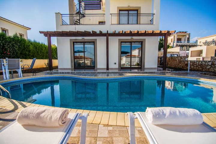 Villa Prengos | Three Bedroom Villa with Private Swimming Pool