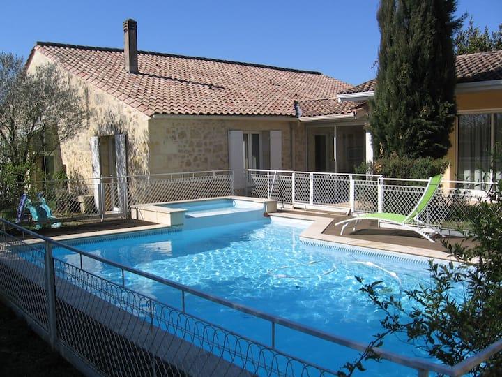 Belle maison, jardin piscine, Bordeaux Floirac