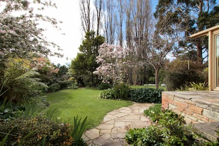 The Moonah Barn & beautiful garden - Moonah - House