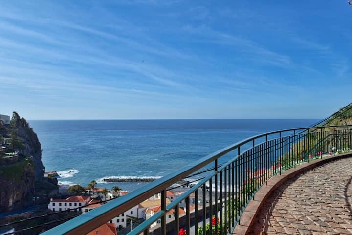Villa do Sol, a Home in Madeira