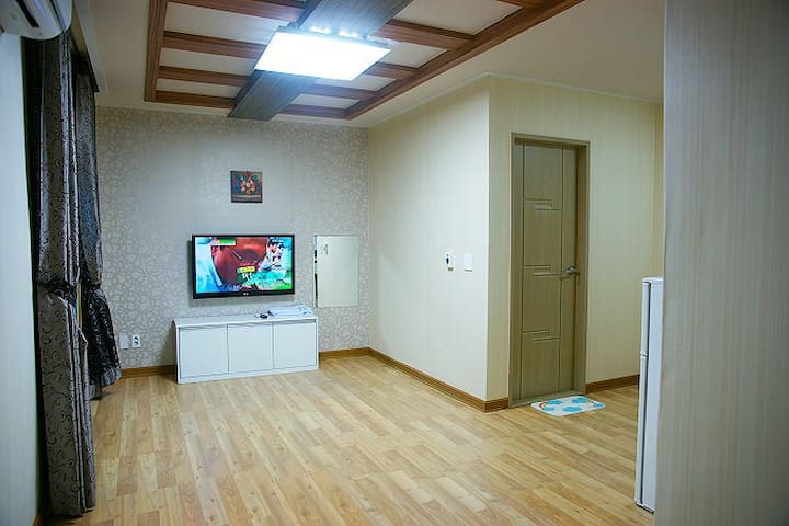 넓은 투룸으로 설계된 편안한 객실 12평 투룸 208호