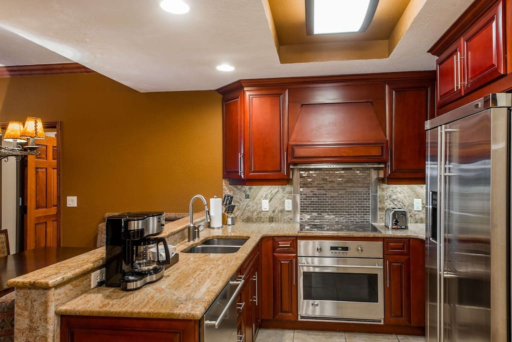 Fully equipped kitchen w stainless steel appliances