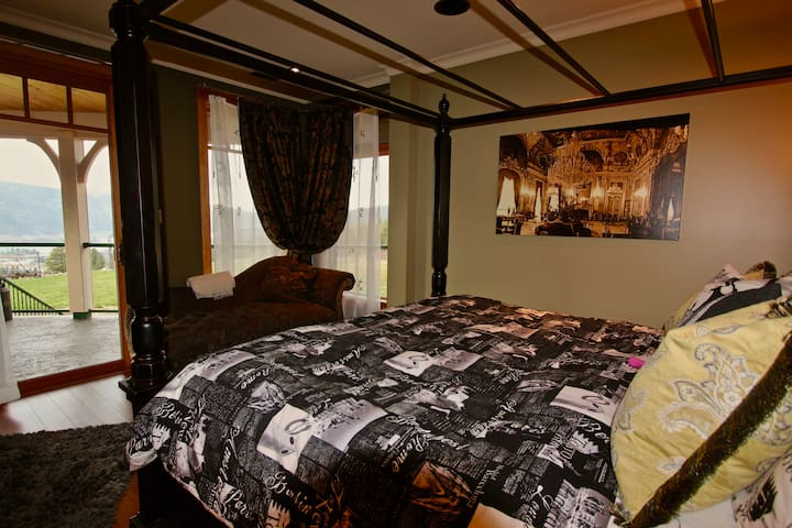 The Kalamalka Room at Country Ridge B&B