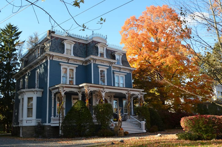 The Grand Dutchess - The Jacqueline - Red Hook - Bed & Breakfast