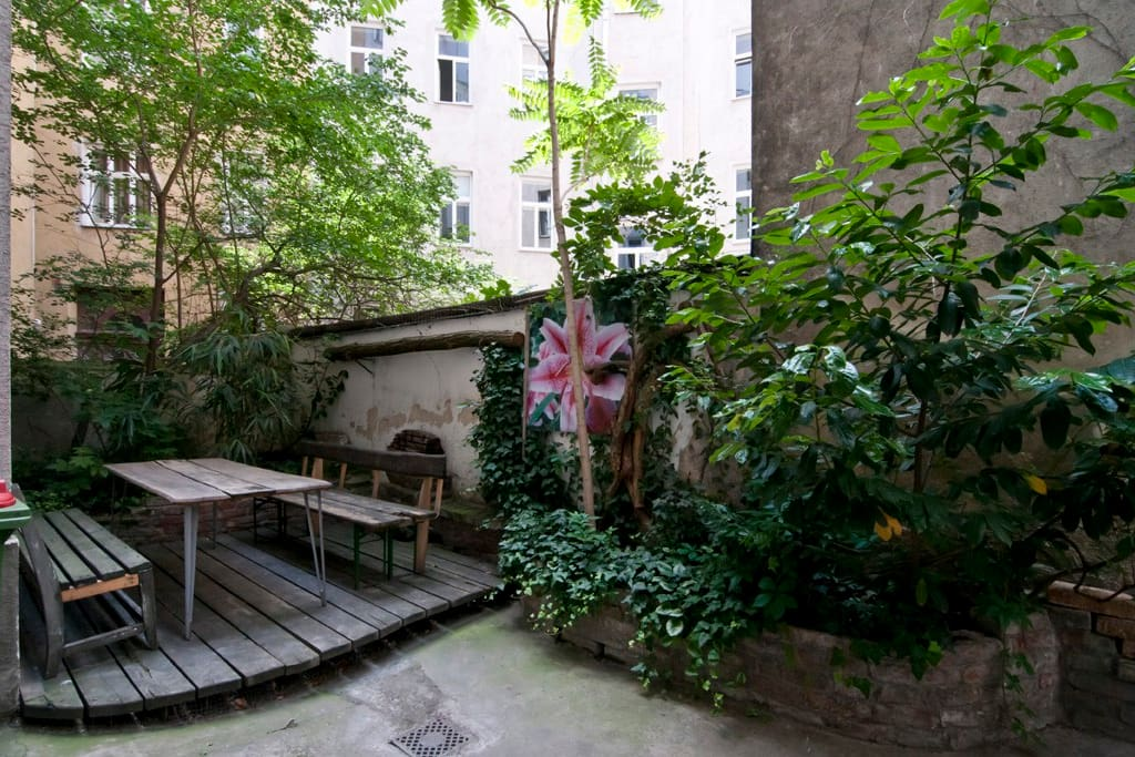 Great garden to relax in - just a few steps away from your holiday flat