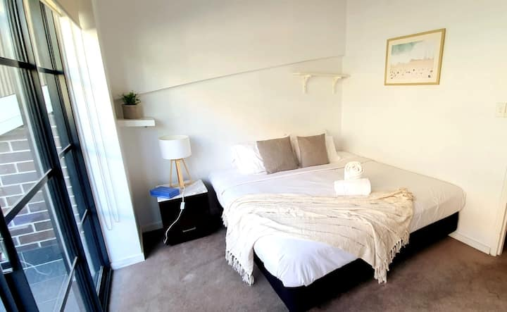 Modish 2 Bed Apartm * Ace Location& Steps from CBD