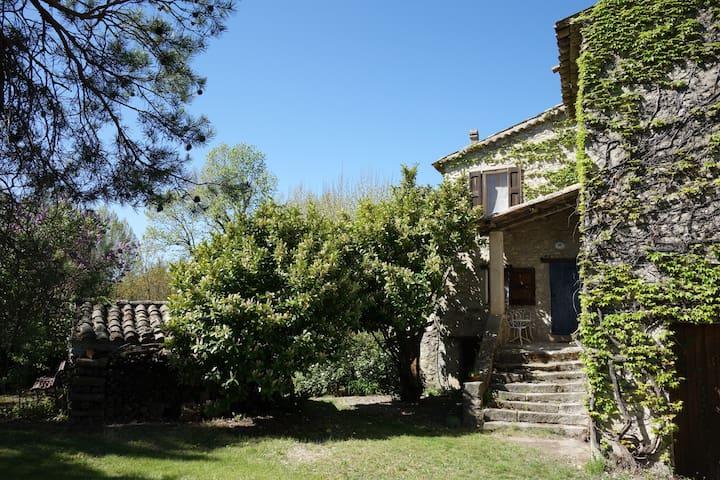 Chambre dans maison provençale - Lurs - Dom
