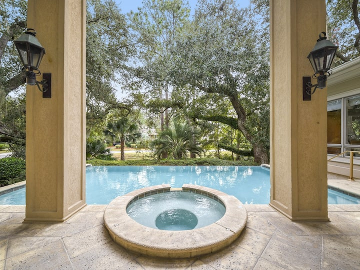 9 Beach Lagoon ~ Private Pool, Two Master Suites and Short Walk to the Beach!