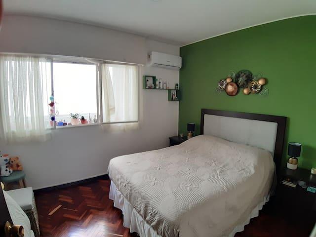 Hermosa habitación en completo apto en Pocitos