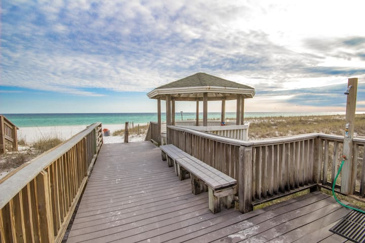 South Bay #17 Newly Renovated 30A Style Beach Access Sleeps 13