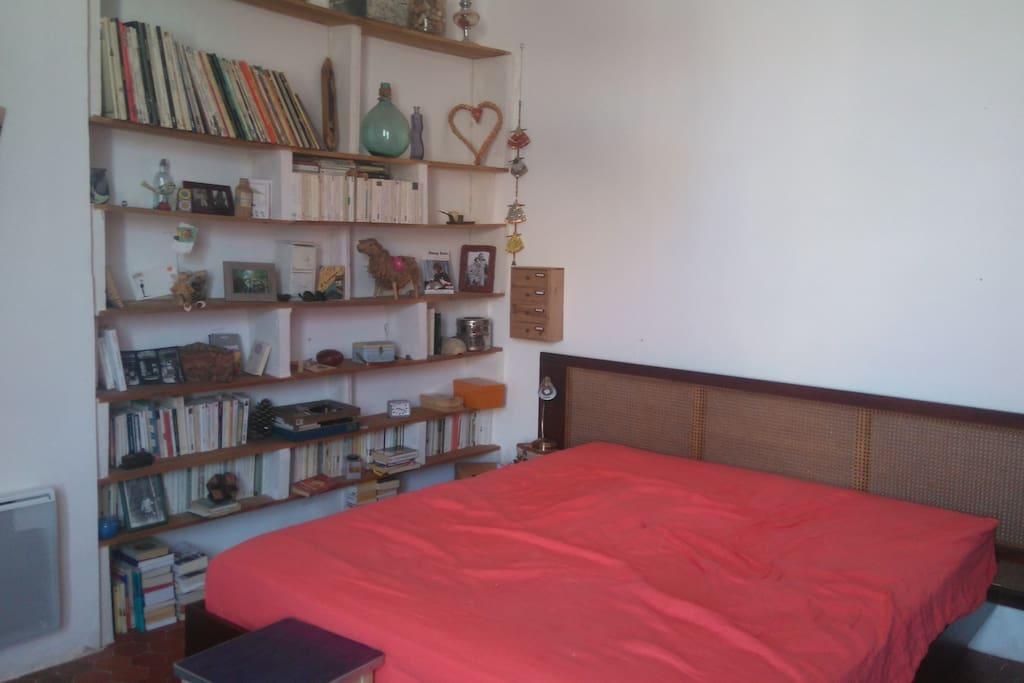 chambre  lit 160 donnant sur cour