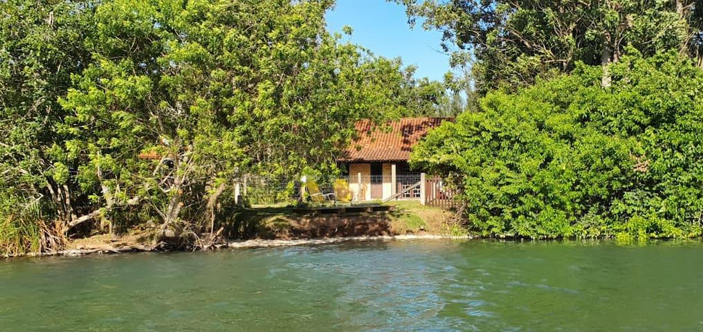 Casa beira da lagoa Praia da Ferrugem a 200 m mar