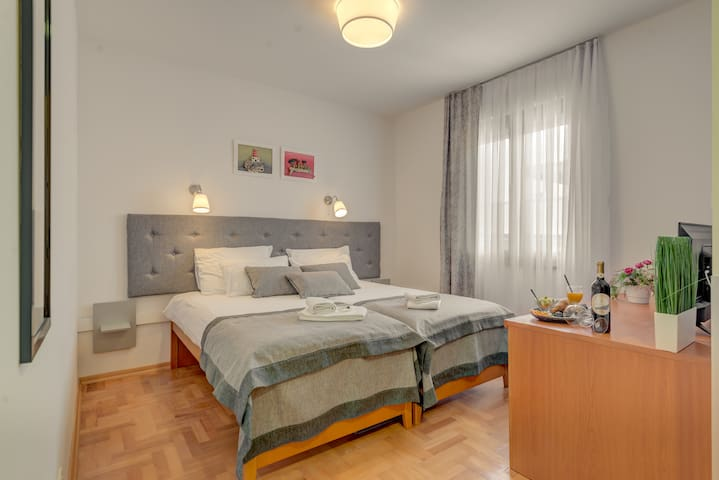 Hotel Pax*** Classic Double/Twin room Court y View