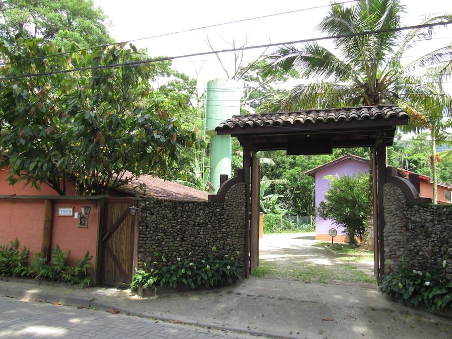 Entrada do condomínio (portão automático)