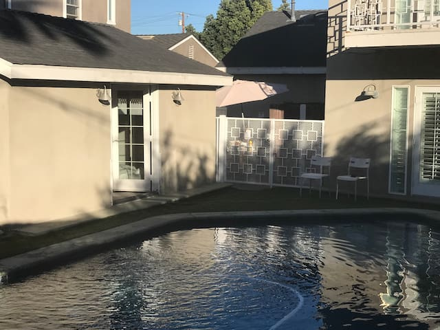 Private poolside guesthouse close to LAX