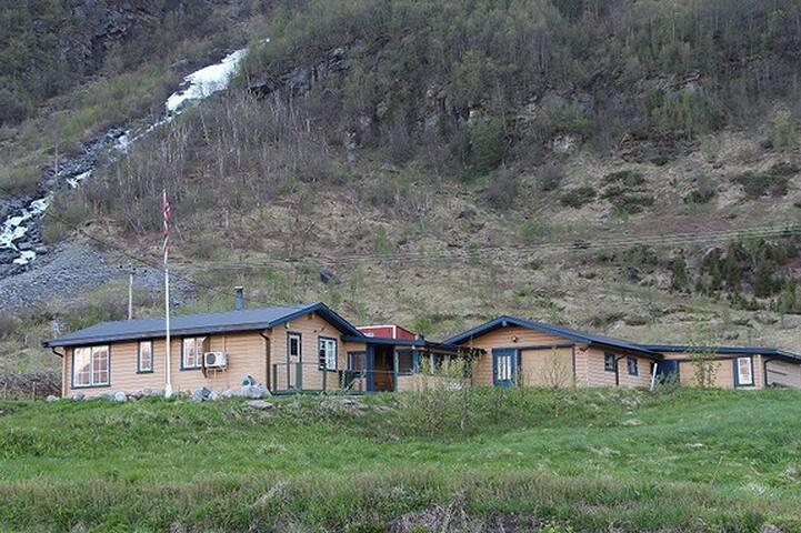Storeng Lodge
