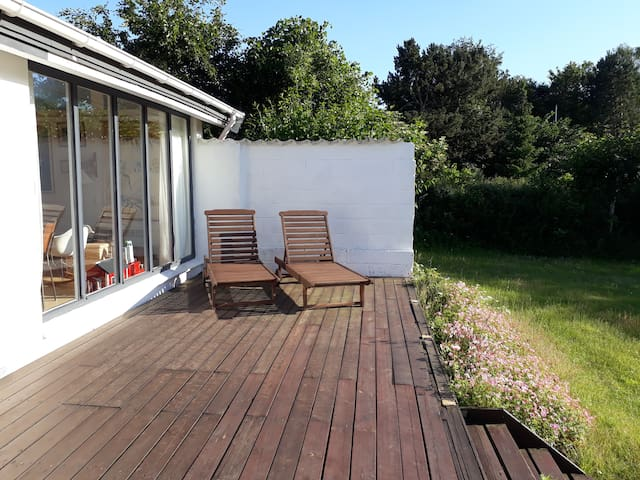 Cosy summerhouse near forest and sea