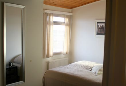 Double room with private bathroom - Villingaholt