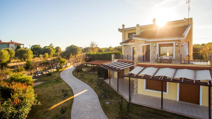 Luxury villa with panoramic view - AFYTOS