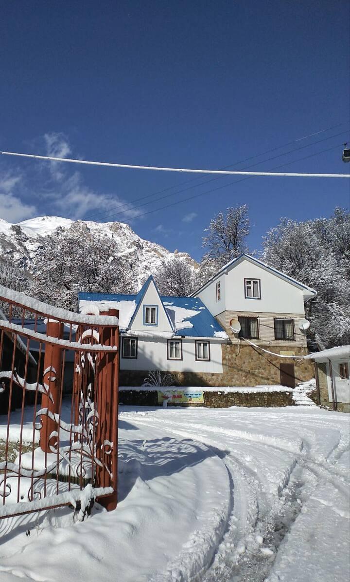 Дом в Домбае с прекрасным видом