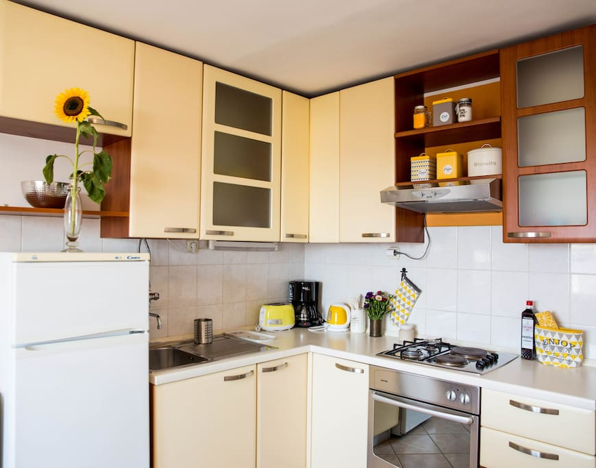 fully equipped kitchen for cooking
