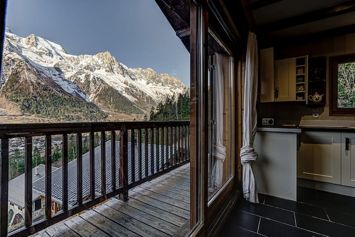 Traditional rustic style with great mountain views