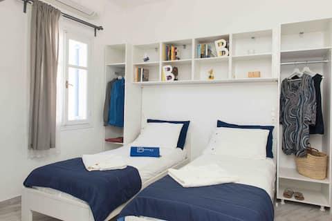 Barbara's Place Chora- Folegandros twin bed