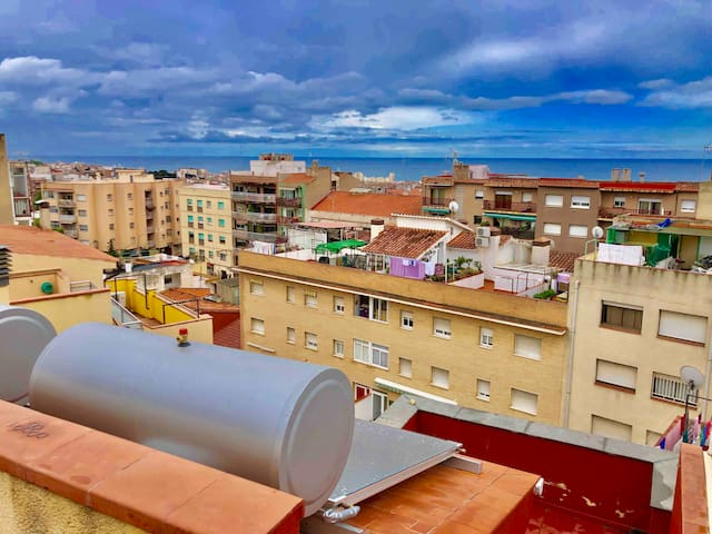 HUGE PENTHOUSE 40M2 WITH PRIVATE BATH & TERRACE A1