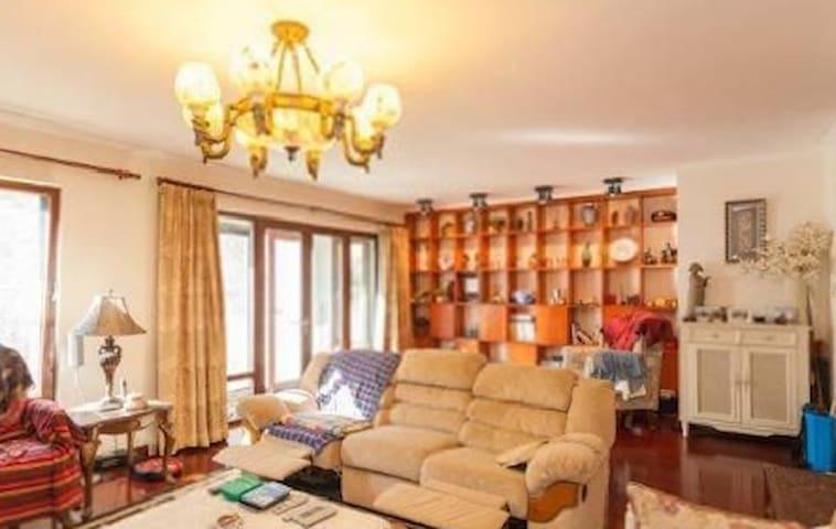 豪华装修南北三居室 带80平米南花园 - Peking - Wohnung