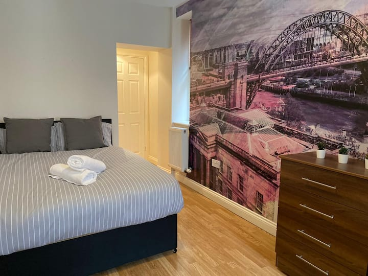LARGE CITY CENTRE HOUSE ⭐CLOSE To SHOPS AND AMENITIES⭐