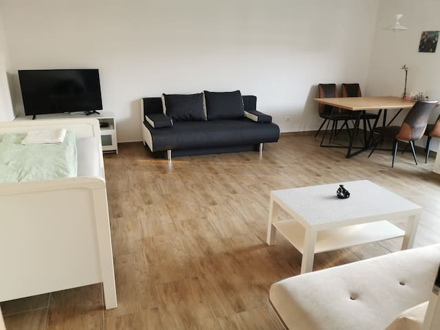 2-rooms apartm., fair and HBF in 2-4 min. 1-6 pers