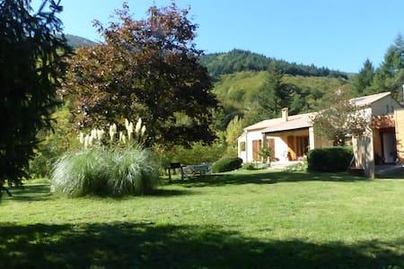 PROMO AVRIL/MAI Gite 7 personnes.Cevennes Ardèche. - Valgorge - 自然小屋