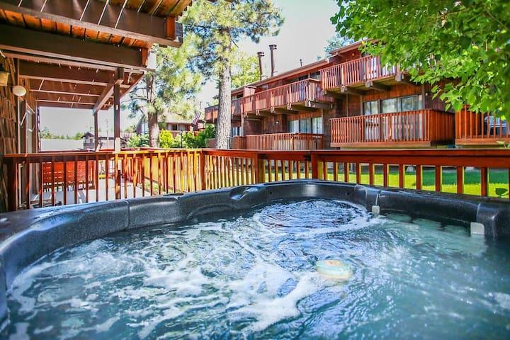 Resort Side Retreat Ultra Modern Ski/Bike Park Resort Chalet / Private Hot Tub