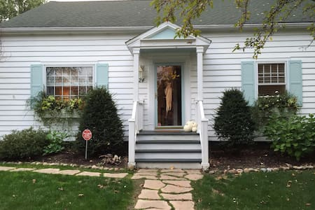 Endless Summerz: 4BR Village of Bemus Point