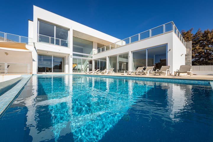 Villa Ocean Pine, a bright, modern villa located close to the sea