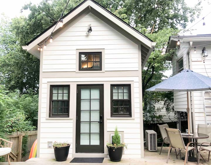 Cozy, Quiet Tiny House- SO Close to Downtown!