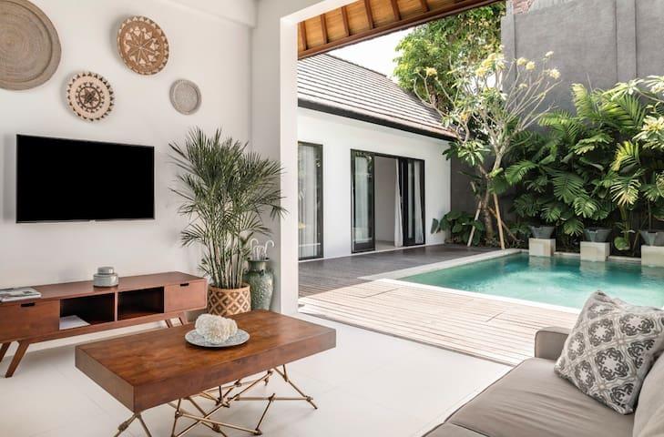 Tropical and Modern Villa in Canggu Near the Beach