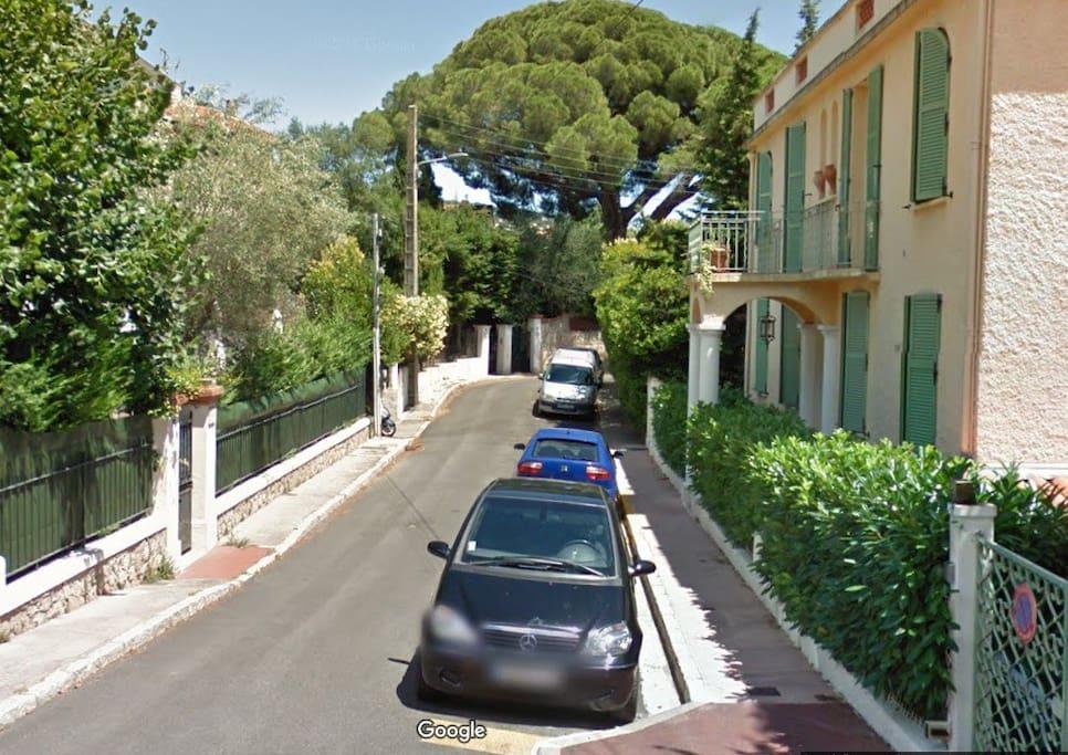 Rue calme et place de parking toujours disponible