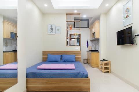 Bright, equipped studio apt - central Hanoi #406