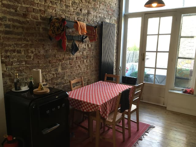 Cosy&Bright one bedroom flat close to parks - Schaerbeek - Lejlighed