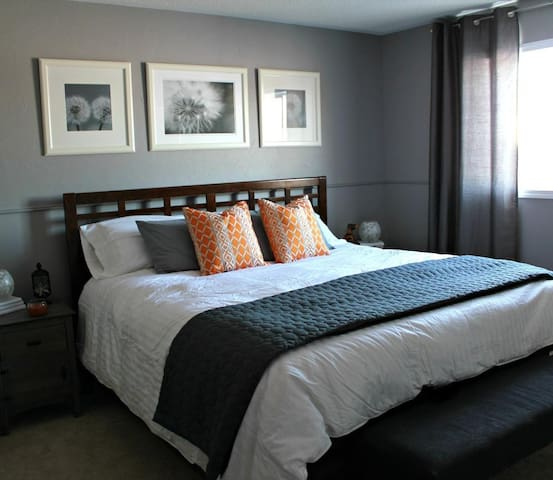 Modern Twin-Bedroom Apartment - Southport