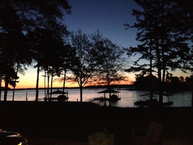 Million dollar view lakehouse! - Townville - House
