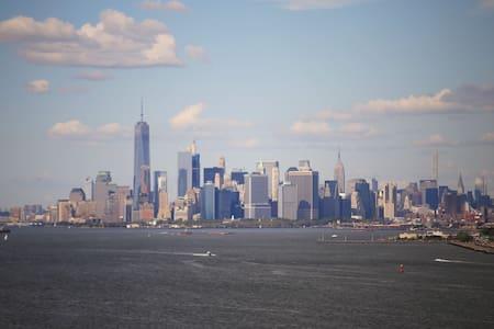2 bedrooms- NYC Ferry, Athletic Comlex, Verrazano - Стейтен-Айленд - Таунхаус