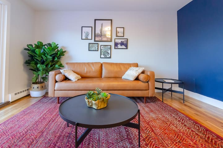 Newly Renovated, Modern 2 Bedroom Apartment